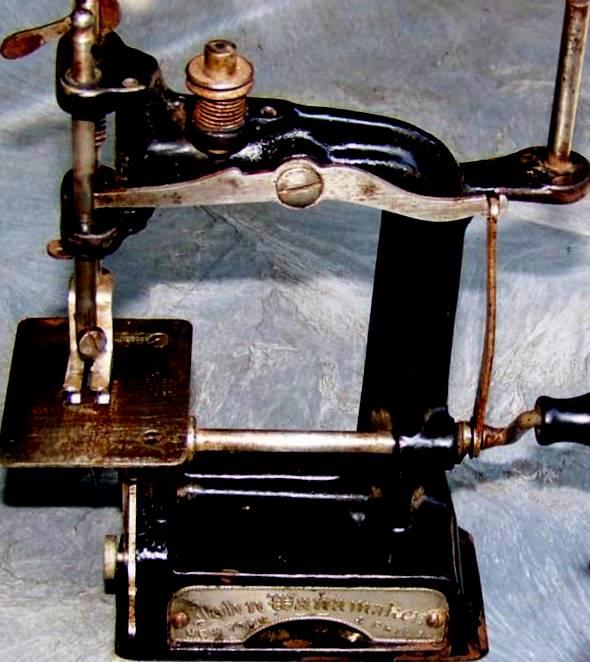 SMITH EGGE SEWING MACHINE LITTLE GEM LITTLE COMFORT WANAMAKER Simple Arch Sewing Machine Company Philadelphia Pa